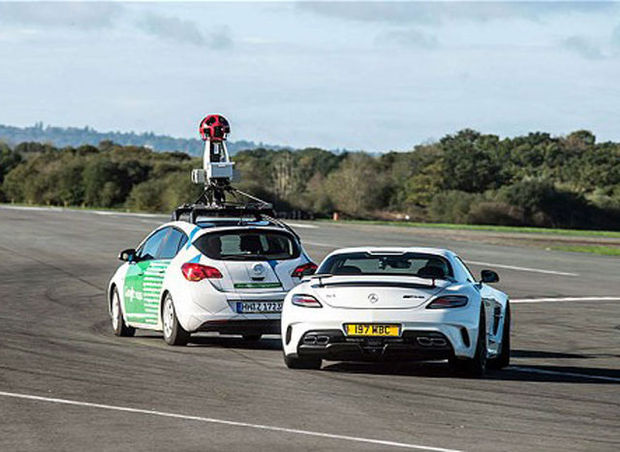 VIDEO: une voiture de Google affronte le pilote de Top Gear, The Stig