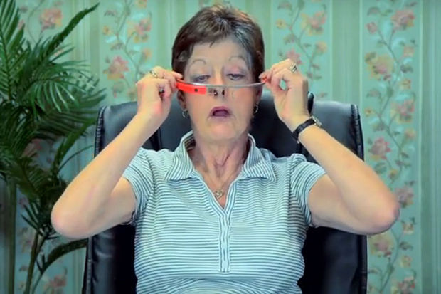 VIDEO: quand des seniors essaient les Google Glass