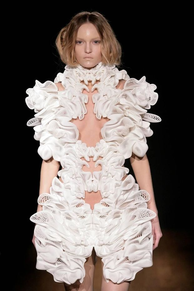 ESCAPISM Dress - Iris Van Herpen en collaboration avec Daniel Widrig et Materialise