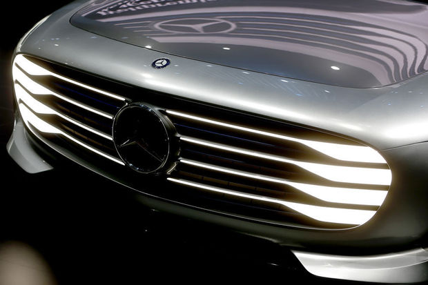 Mercedes-Benz ne veut pas devenir un 'fabricant de hardware' de Google et Apple