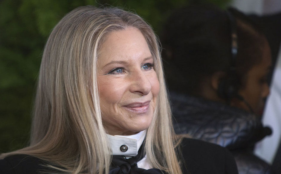 Barbra Streisand a appelé Tim Cook, le CEO d'Apple, pour adapter Siri