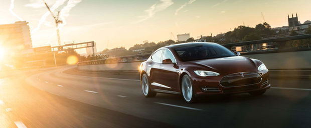 une mise jour fera de la tesla model s la voiture l 39 acc l ration la plus rapide au monde. Black Bedroom Furniture Sets. Home Design Ideas